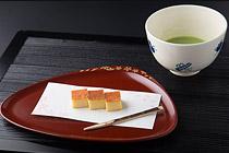 白味噌チーズケーキとお抹茶(ソフトドリンク)